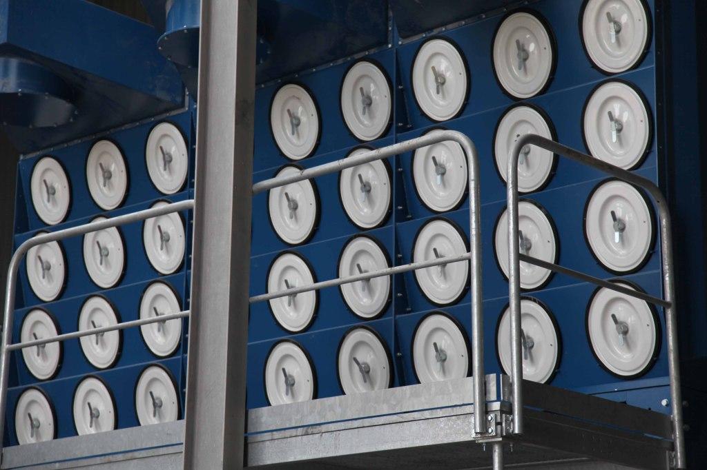 Mise en place d'un nouveau système de filtration de l'air dans l'unité de recyclage de téléviseurs